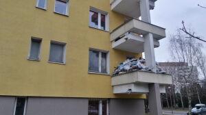 """Lata walki z sąsiadem zbieraczem. Śmieci pod sufit, balkon """"się ugina"""""""
