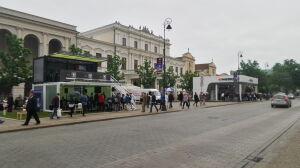 Blaszane kontenery stanęły przy Krakowskim Przedmieściu