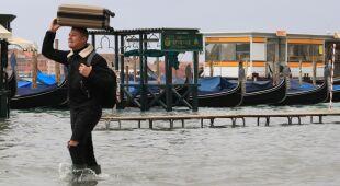Wenecjanie przygotowują się na wysoką wodę