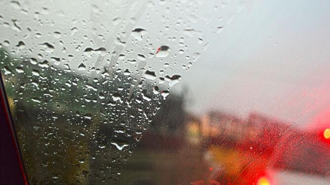 Opady deszczu ze śniegiem utrudnią jazdę