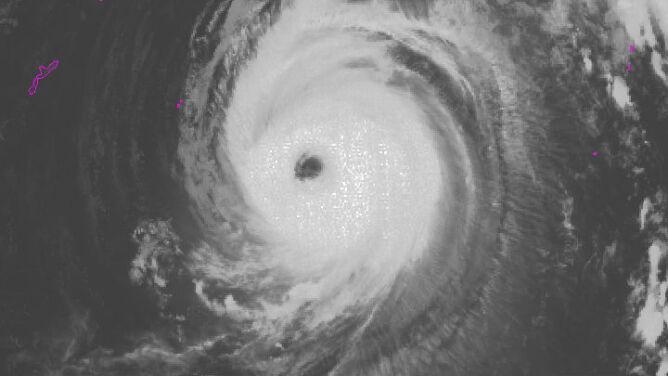 Potężny tajfun Jebi zbliża się do Japonii