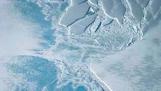 """""""Błękitny lód"""" w Arktyce oznacza, że w wielu miejscach jego powierzchnię pokrywa woda"""