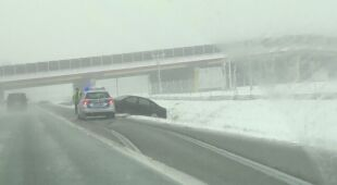 Konrad Borusiewicz jadący autostradą A4